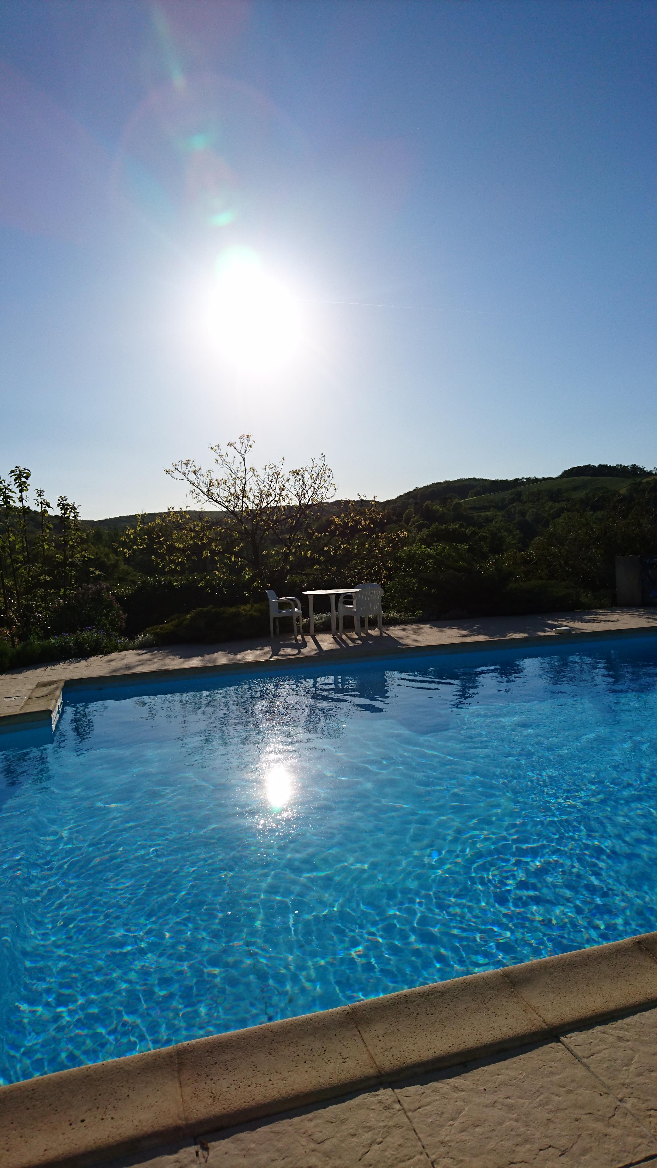 Hotel avec piscine a figeac for Camping figeac avec piscine